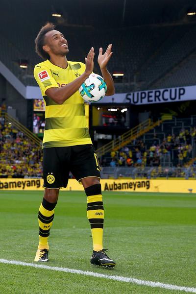 Tim Sepak Bola Borussia Dortmund, &quot;width =&quot; 400 &quot;height =&quot; 600 &quot;/&gt; </p> <p><strong> <strong> <strong> FREIBURG &#8211; </strong> </span> Sports Club Freiburg Adalah Tim Sepakbola Asal Jerman lainnya yang menggunakan seragam warna Merah dari Hitam sebagai kostum untuk kandang baru. Julukan Tim Sepakbola Satu Ini Adalah Breisgau Brasil. tim yang sudah ada tanggal 30 Mei 1904 ini adalah tim yang sedang berge di Bundesliga ini hanya bisa berada di posisi ke 12 classmere dengan total nilai untuk saat ini adalah 23 dari 19 yang telah di lalui baru musim ini Liga Utama Jerman satu Penyanyi </p> <p> <img class=